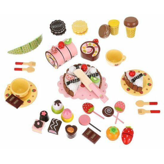 Fa sütemény és édességkészlet vágható tortával